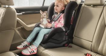 ŠKODA AUTO SAFETY: funkcjonalności pomagające w podróży z dzieckiem