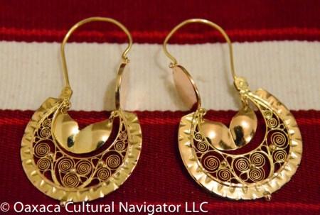 Antique 10k gold filigree earrings, Oaxaca, Mexico