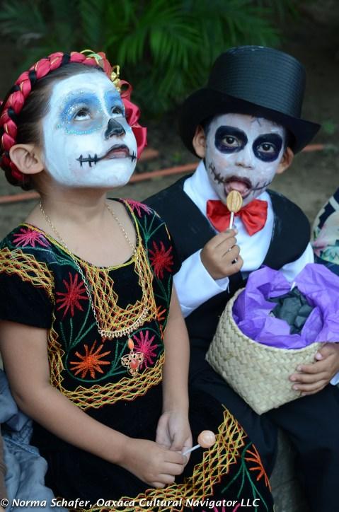 The children's comparsa, Muertos