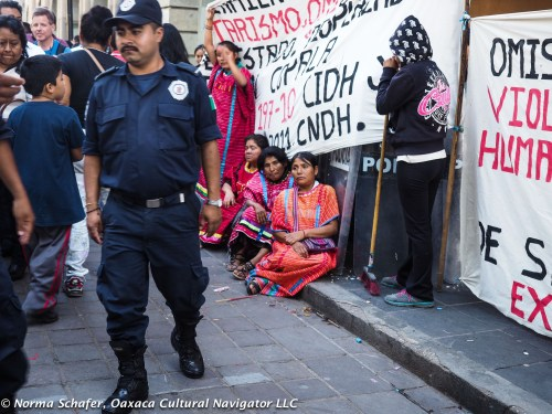 The Zocalo has Triqui demonstrators for many years. But the teachers are gone!