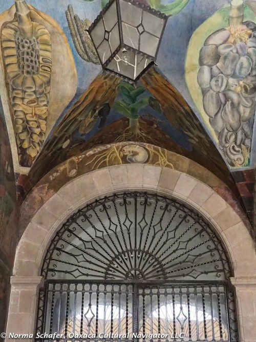 Mural over arched doorway, Abelardo Rodriguez Market