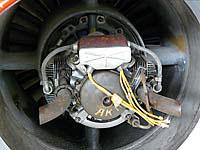 ユンカース・ユモ004ジェットエンジン。こんな風に小さな始動用エンジンが付いています。
