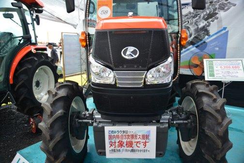 クボタkubota tractor ZERO KINGWEL ゼロキングウェル KL58ZHCQMANP 価格¥6,286,680 同じく、このトラクタは・・・国内特自第3次排ガス規制対象機です〜平成26年11月から規制がかかります〜 とあります。