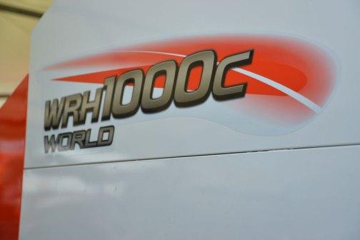 クボタコンバインワールド KUBOTA COMBINE WORLD WRH1000C-2.1 価格¥13,068,000 四角いです。