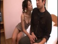 北条麻妃が童貞クンを痴女攻めしてるおばさんの動画
