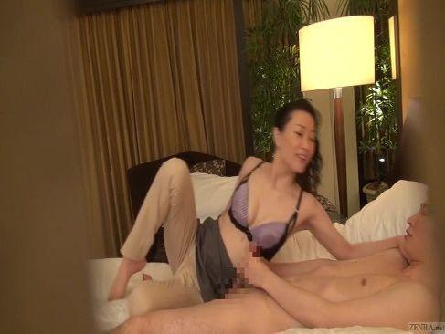 美熟女マッサージ師が客と良い雰囲気になり濃厚なセックスをしてる姿を隠し撮りした無料オバーン