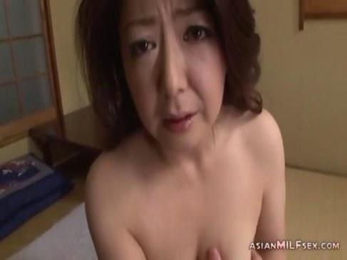 息子のいいなりな六十路熟女が近親相姦で失禁してしまう日活 無料yu-tyubu