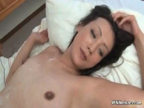 五十路の熟年夫婦が昼間から激しいセックスをして妖艶に喘いでるおめこな無料おばはん動画