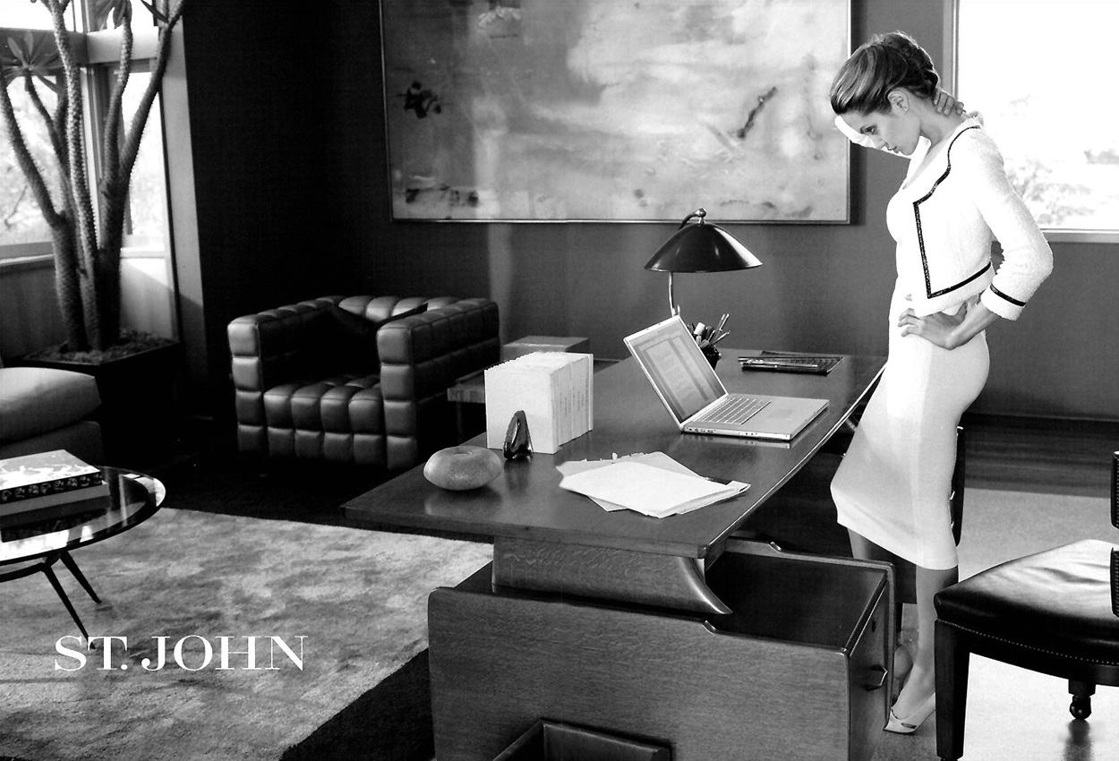 Angelina Jolie with Apple Laptop Mac modern office St