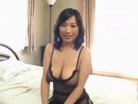 熟年女優の北原夏美が全身網タイツでセックスして中出しをおねだりしてるオバチャンノ-パン