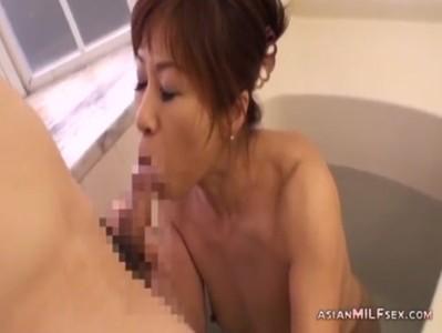 還暦おばさんが風呂場で経験豊富なフェラチオテクを披露してる完熟動画