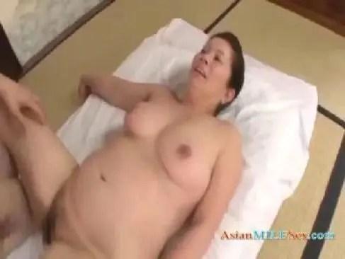 還暦になって岩崎千鶴が段腹完熟な体でアダルトな性交をして女性器に中出しさせてる日活ロマン無料60歳動画