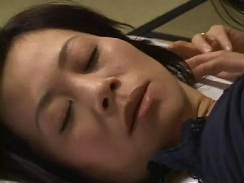 昭和の五十路熟女が熟年夫婦no夜/の生活で激しいセックスをしてるobasannodouga