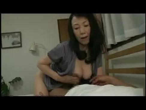 昭和の熟年夫婦が年季を感じさせる濃厚セックスしてる六十路熟女の塾女性雑誌動画60代尾