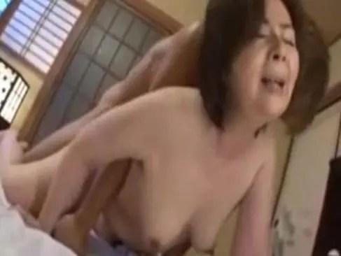 田舎のおばさんが夫婦の寝室で激しいセックスする塾女性誌60歳 体型 画像無料写真 動画