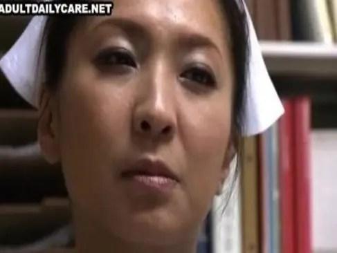 40歳の熟女ナースが欲求不満で患者とトイレで激しいセックスしてるおめこな日活ロマン熟年 婚活 婚前交渉 画像 無料