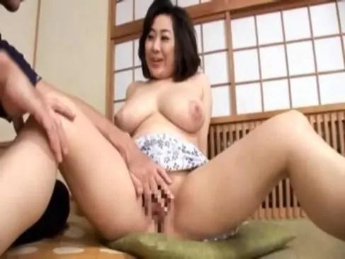 地方在住のセレブ系熟女おばさんが豊満な体で嬉しそうに性交やオナニーしてる日活 無料yu-tyubu田舎