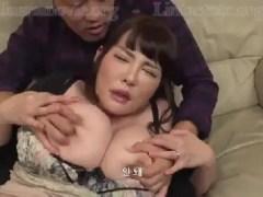 爆乳なGカップの母親が息子と近親相姦していく熟女セックス動画