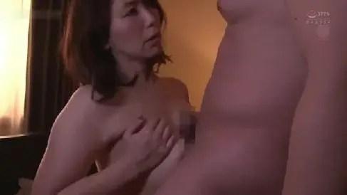 豊満な嫁の母親が我慢出来ない娘婿を受け入れ激しく求めあう熟女セックス動画
