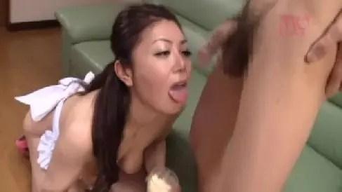 垂れ乳の巨乳な熟女妻が夫の出張中に性欲を抑えきれず男達と乱交しながら激しく悶える熟女動画