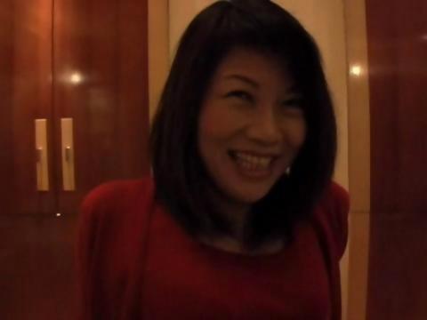 素人の五十路の主婦がラブホテルでの個人撮影でおまんこしてるオバチャンノ-パン
