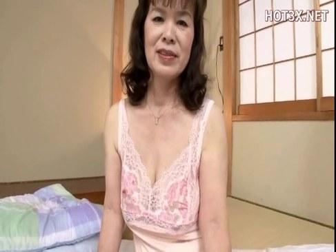 還暦おばあさんが豊満な体で濃厚な性交しては快楽に喘ぐオバチャンノ-パン