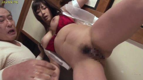 爆乳なおばさん体型の四十路熟女が義父と激しく絡み合う濃厚なセックスしちゃう完熟動画