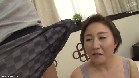 上品そうな豊満熟女のおばさんがおまんこをグショグショに濡らしながら激しく悶える高画質な完熟動画