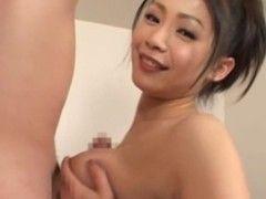 友田真希が競泳水着姿でパイズリご奉仕してるjyukujo動画