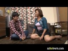 隣人を即尺する淫乱豊満熟女のおばさん動画無料