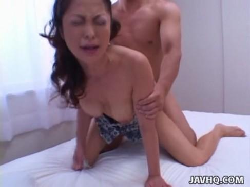 熟年女優の杉本まりえが生ハメせつくすおばさん!正常位やバックで激しくハメられて痙攣イキするjyukujo無料