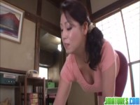 熟年女優の愛矢峰子が和室でスパッツ姿のままセックス!爆乳でデカ尻の豊満ボディが凄いおばさんの動画