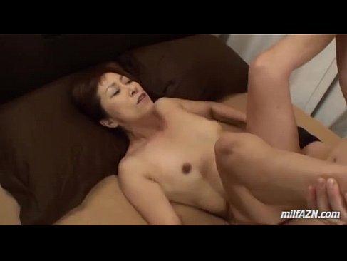 60代の高齢者の夫婦生活で激しいピストンで悶えてる還暦おばあさんのおめこなセックス動画