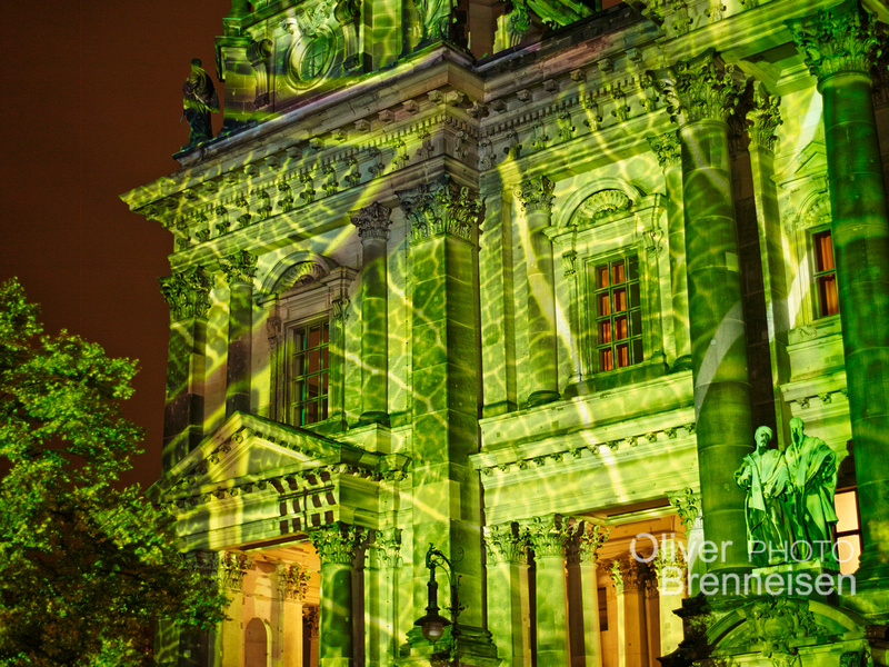 Fig leafs by Oliver Brenneisen, projection on Berliner Dom for Festival of Lights.