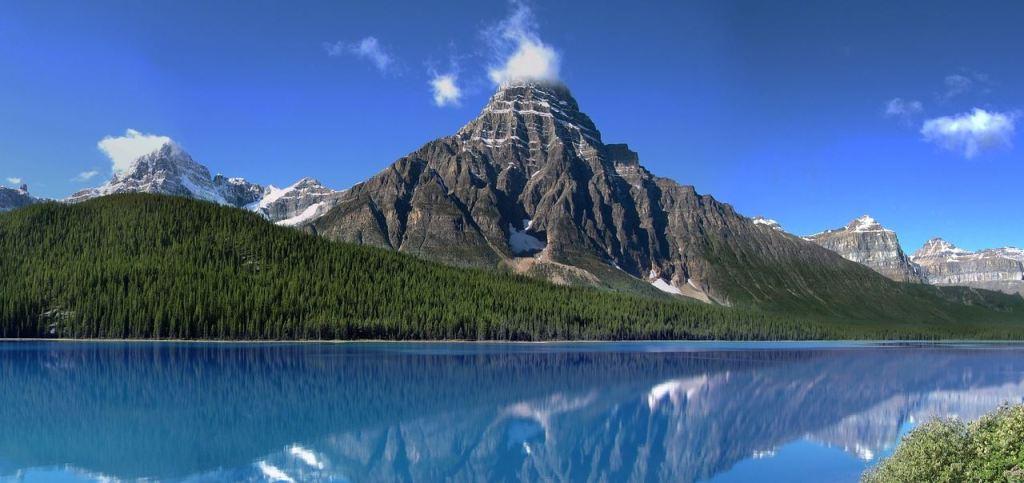 Imponujący widok na Góry Skaliste