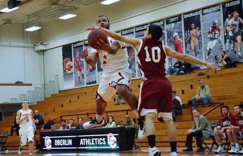 Men's Basketball Slams Wolverines at Home