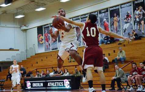 Men's Basketball Slams Wolverines at Home