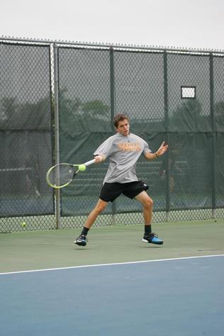 Ishida Leads Competitive Spirit for Men's Tennis