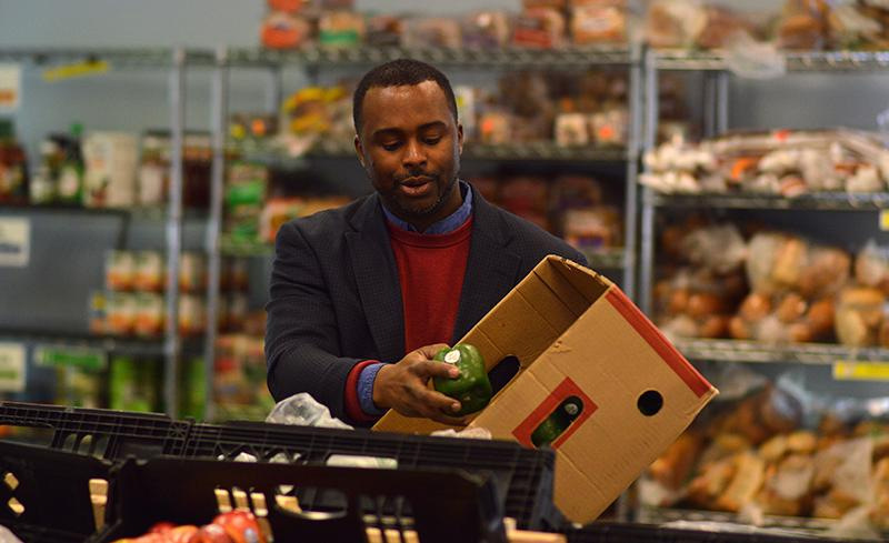 Alan+Mitchell%2C+food+distribution+coordinator+of+Oberlin+Community+Services%2C+moves+green+peppers+from+the+stock+room+to+the+food+pantry.+The+organization+has+expanded+significantly+in+the+last+year%2C+both+in+the%0Arange+of+programs+it+operates+and+the+number+of+people+it+serves.