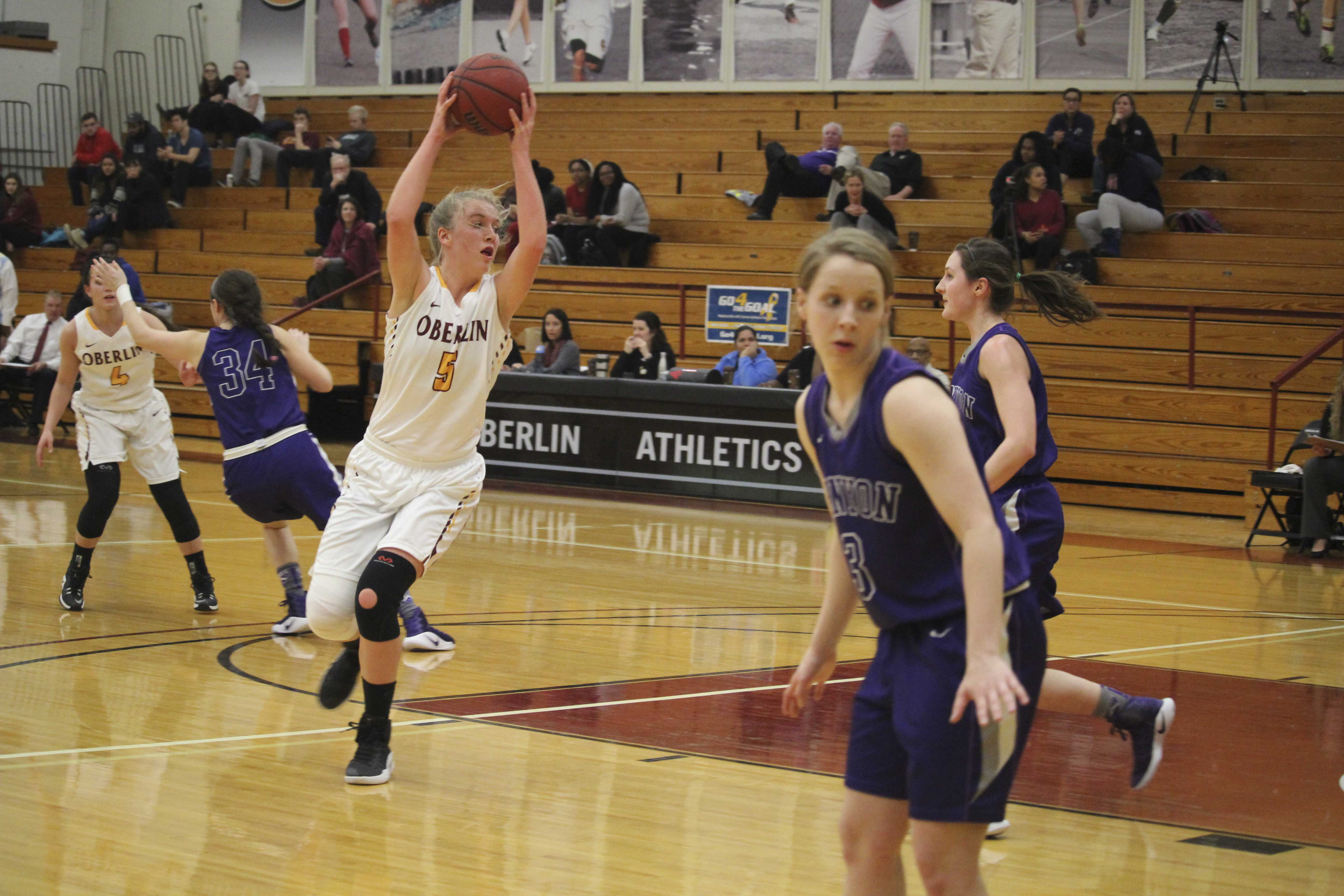 Junior Abby Andrews catches a pass in Oberlin's 52–41 victory over Kenyon College Feb. 8. In the Yeowomen's 60–43 win against Hiram College in the NCAC quarterfinal Tuesday, Andrews matched a career-high 23 points.