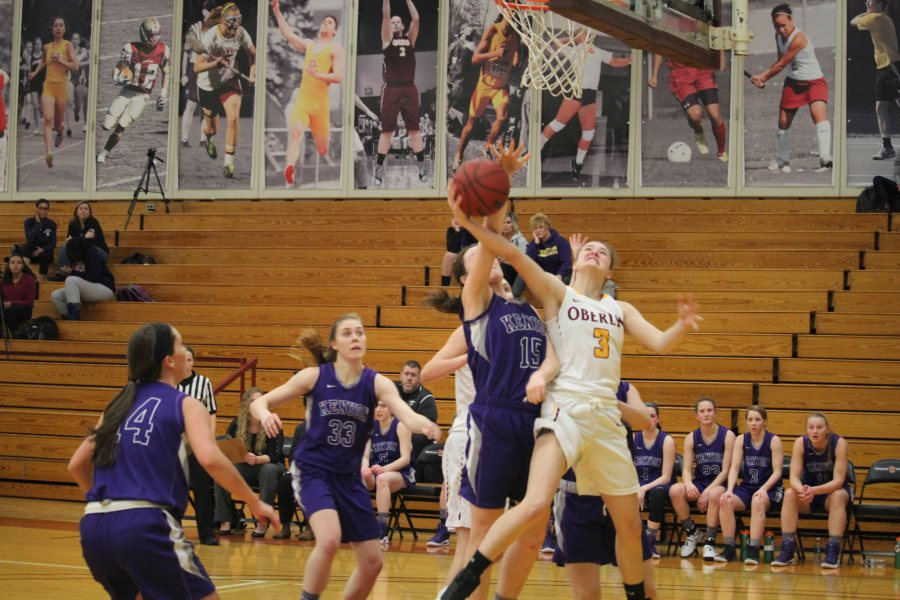 First-year+guard+Ally+Driscoll+puts+up+a+contested+layup+in+Oberlin%E2%80%99s+game+against+the+Kenyon+College+Ladies+Wednesday.+Oberlin%E2%80%99s+52%E2%80%9341+win+over+Kenyon+boosts+its+record+to+7%E2%80%936+in+NCAC+play.