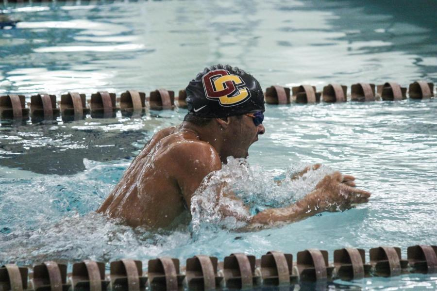 Junior+swimmer+Jacques+Forbes+competes+at+Oberlin%E2%80%99s+meet+against+the+Hiram+College+Terriers+last+year.+Both+the+men%E2%80%99s+and+women%E2%80%99s+teams+lost+their+meets+against+the+Case+Western+Reserve+University+Spartans+last+weekend.