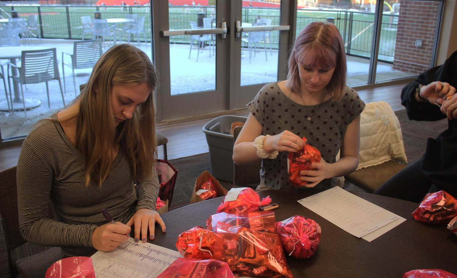 The Oberlin women's volleyball team held a fundraiser Thursday, making individualized $25 candy bags for Valentine's Day and allowing Oberlin students to surprise their loved ones with a hand-delivered holiday treat. The idea was inspired by the Oberlin women's softball team, which has been making and delivering Halloween gift bags as a fundraiser for the past three years. The volleyball team's gift bag featured an assortment of sweets, including Skittles and chocolate. Throughout the day, members of the team ran across campus, knocking on dorm room doors to bestow the Valentines on their excited recipients.