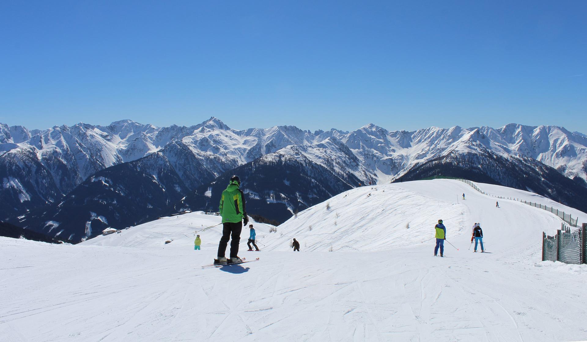 Ski fahren mit Panoramablick