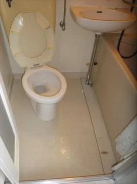 汚れたトイレを特殊清掃でキレイに