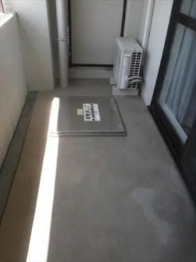 大阪市のハトの糞害 清掃片付け代行業者のトリプルエス