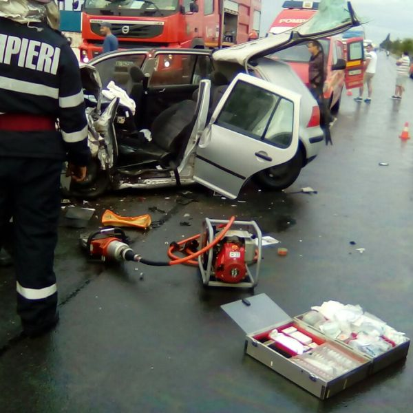 Accident mortal la Sinești. Trei persoane decedate