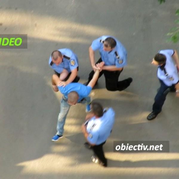 Slobozia: VIDEO - Cetățean recalcitrant, încătușat de polițiști.