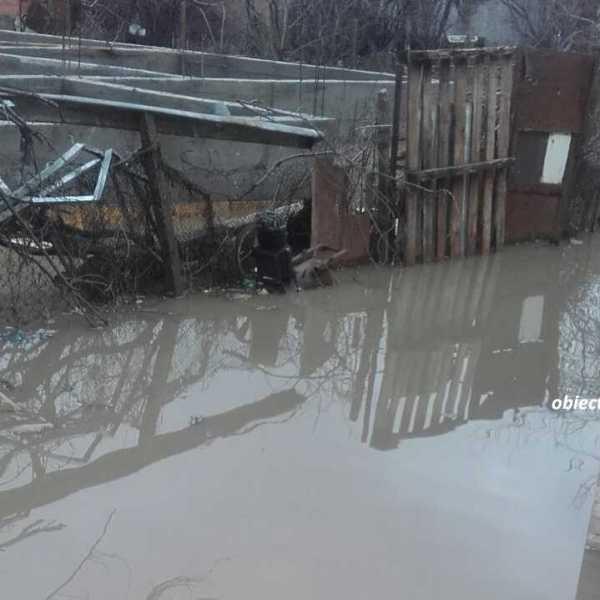 Gospodării inundate la Bărbulești