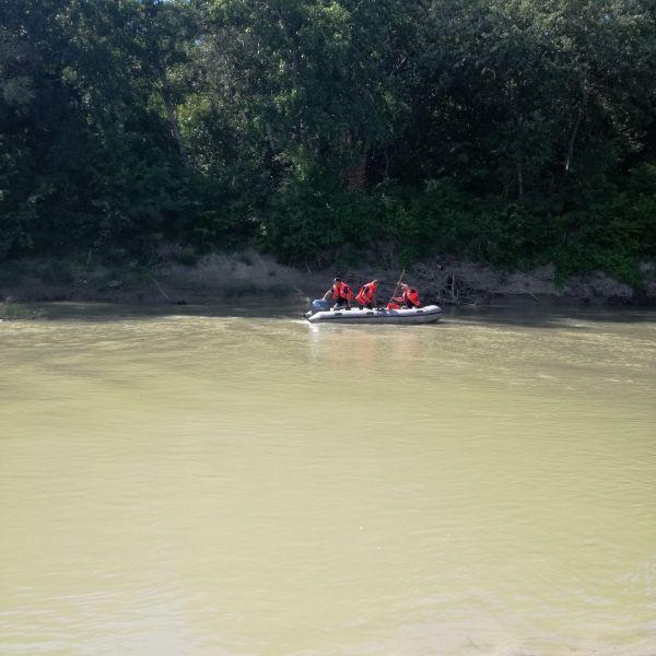 Copil de 10 ani, posibil înecat în râul Ialomița, căutat de pompieri